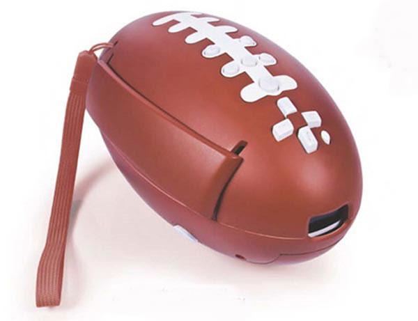 Un mando para la Wii con forma de balón de rugby