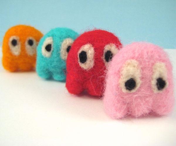 Personajes de videojuego hechos de lana y fieltro