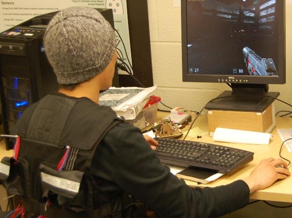 Tactile Gaming Vest, un dispositivo para sentir en vivo los daños sufridos mientras jugamos