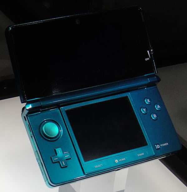584px-Blue_Nintendo_3DS_at_E3_2010_(open)