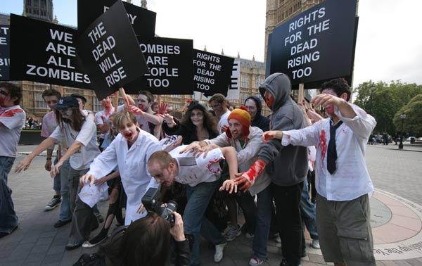 Dead Rising 2, Capcom organiza una manifestación zombie para promocionar el juego