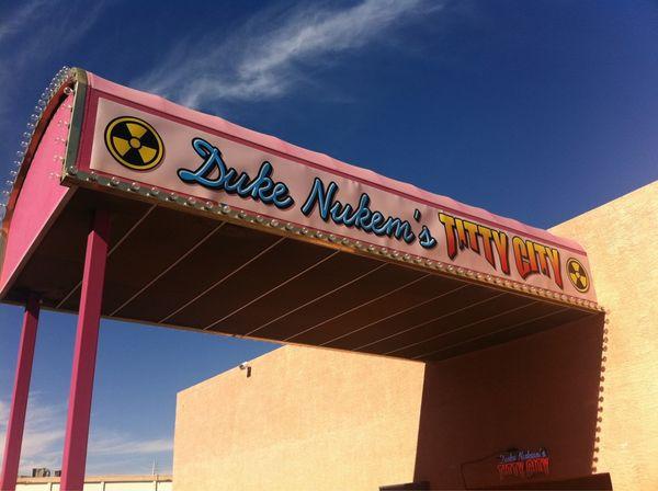 Duke Nukem Forever, 2K Games presenta Duke Nukem Forever en un club de Striptease