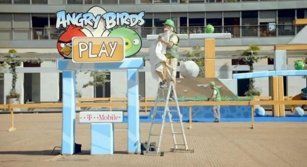 Angry Birds, los pájaros del juego Angry Birds vuelan por Barcelona en un anuncio