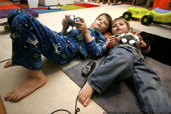 Cómo comprar el videojuego adecuado para tu hijo esta Navidad